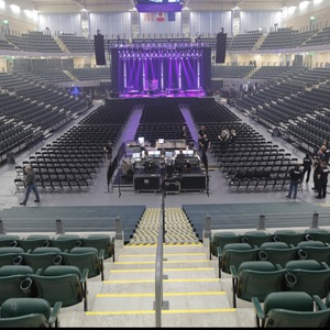 Inside-the-Alaska-Airlines-Arena-concert-and-music-venue-located-near-downtown-Seattle,-Washington-Musical-Venue-Recommendation-Rentabususa.com.jpg